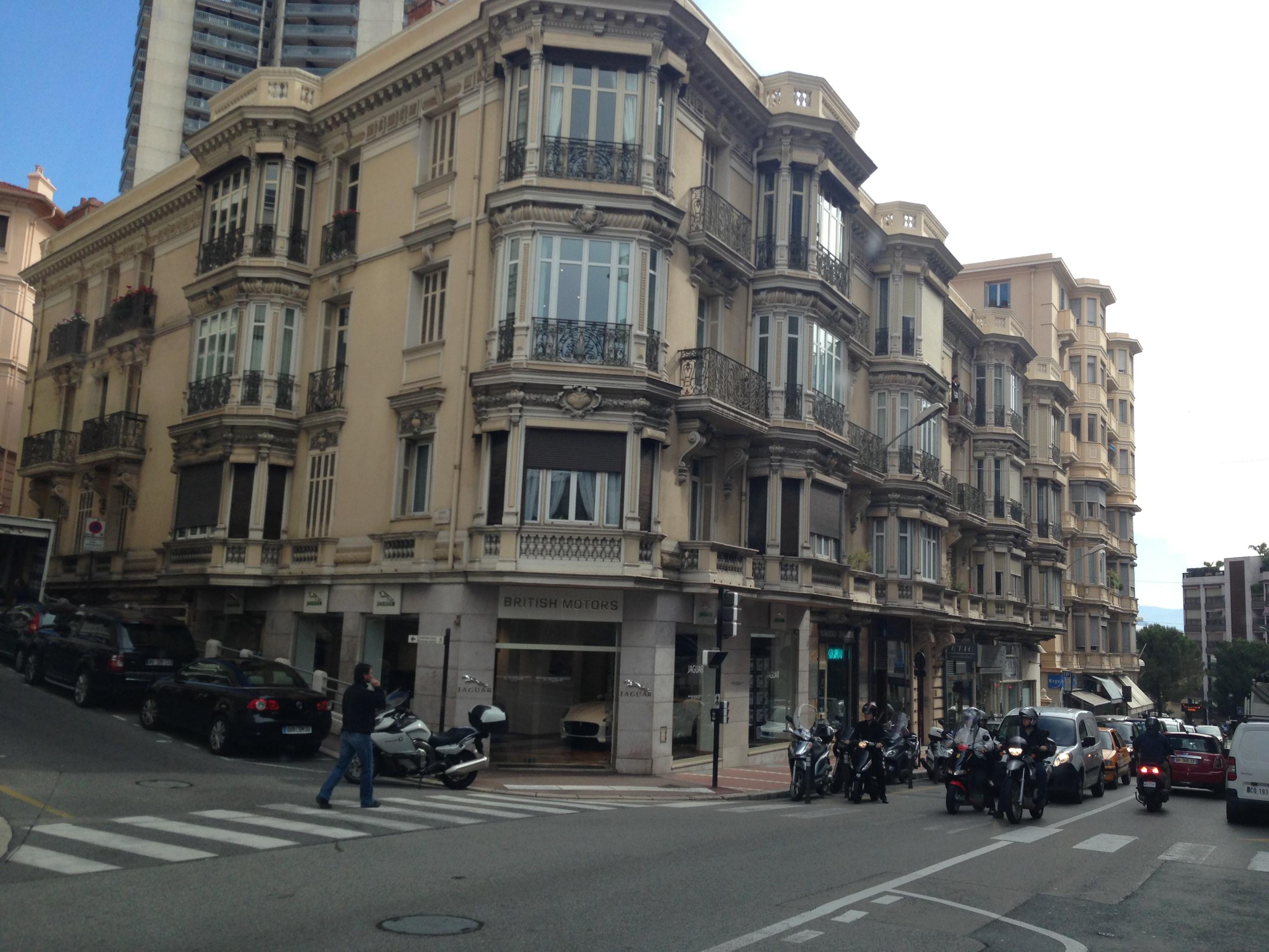 Solche Autoläden gibt es wohl nur in Monaco.
